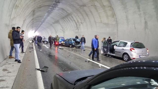 Karahisar Tüneli'nde Zincirleme Kaza!