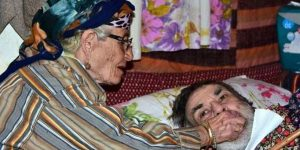 49 yıldır felçli oğluna gözü gibi bakan bir annenin fedakarlık hikayesi