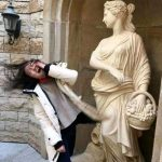 People who pull funny pictures with sculptures